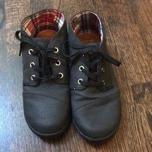 Boys Toms black boots bootie lace up shoes 2.5